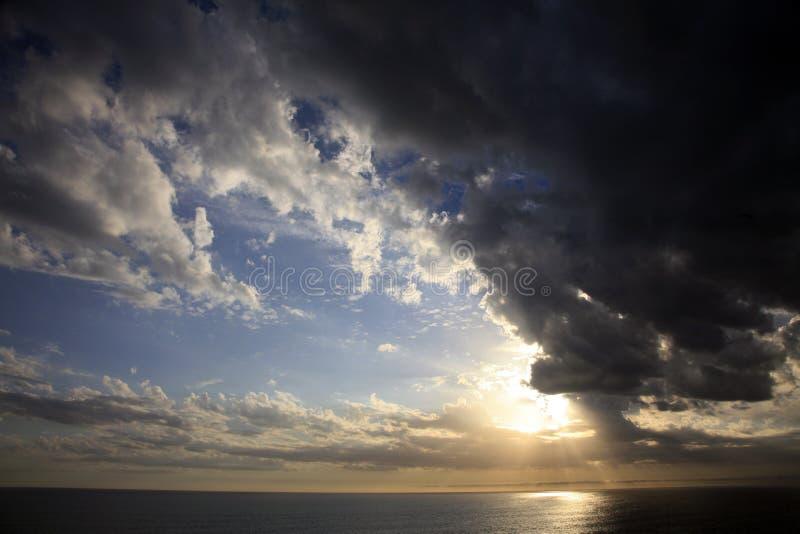 Glorierijke avondzonsondergang stock foto