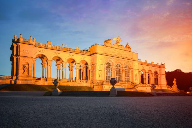 Gloriette i Schoenbrunn slottträdgårdar, Wien, Österrike arkivbilder