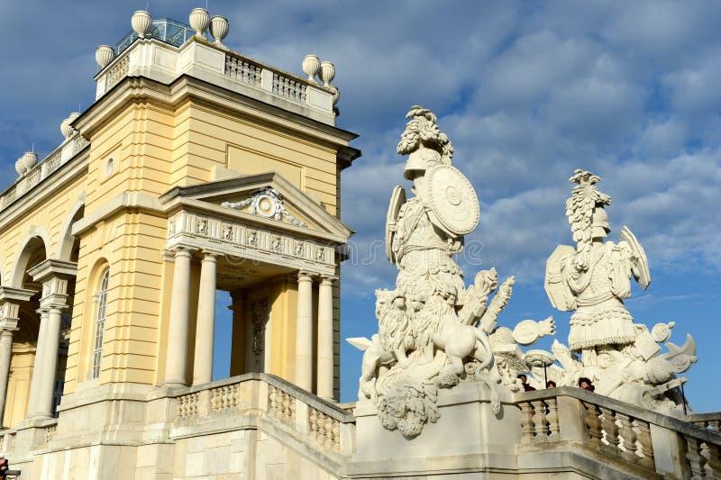 Gloriette im Schonbrunn-Palast-Garten in Wien, Österreich wird im Jahre 1775 als Tempel des Renommees errichtet stockbilder