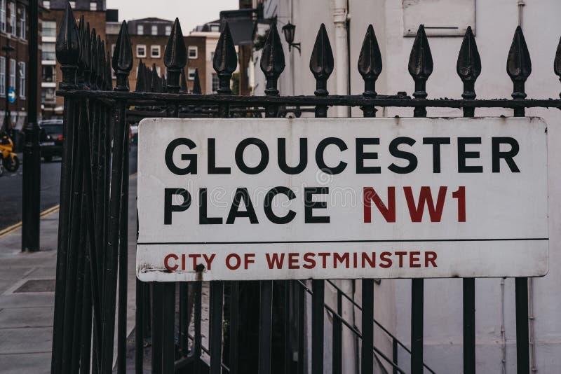 Gloucester miejsca imienia znak na budynek ścianie w mieście Wes obraz royalty free