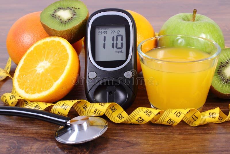 Download Glucometer, στηθοσκόπιο, φρούτα, χυμός και εκατοστόμετρο, τρόποι ζωής διαβήτη και διατροφή Στοκ Εικόνες - εικόνα από μετρητής, εντοπίστε: 62715672