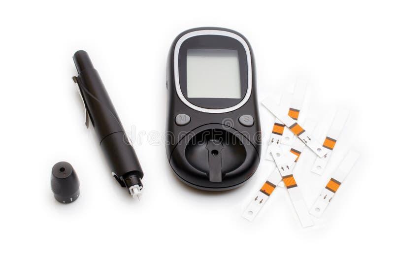 Glucometer e seringa para Sugar Diabetes Monitoring com o espaço da cópia isolado imagens de stock royalty free