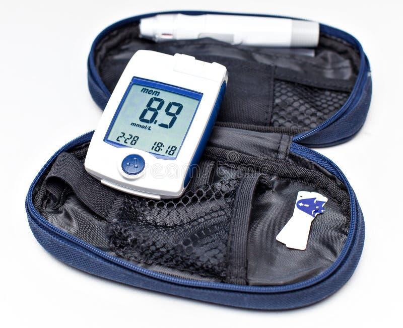 Glucose sanguin surveillant le mètre pour le diabète, glucometer photos libres de droits