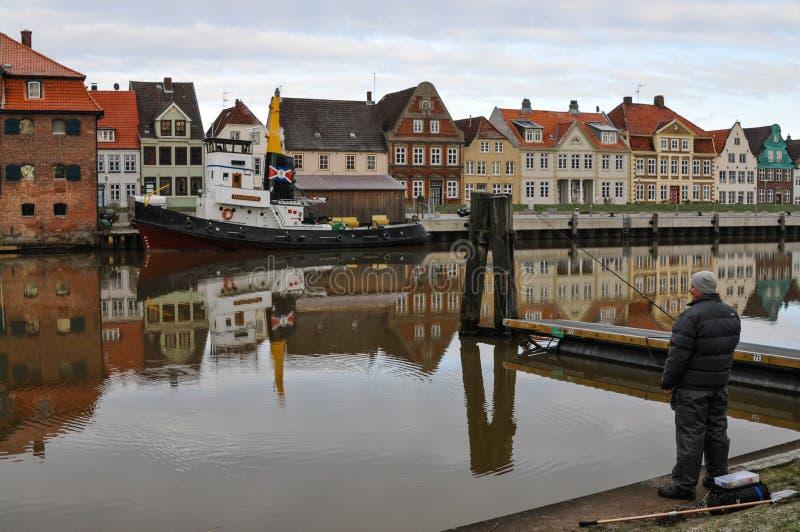 Glueckstadt germnay, puerto histórico viejo con los buques viejos imagenes de archivo