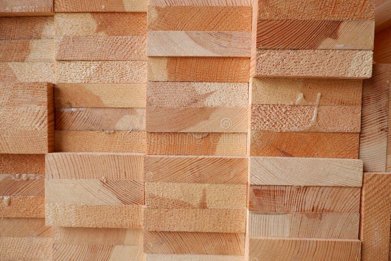 Glued sörjer timmerstrålar för träfönstercloseup royaltyfri bild