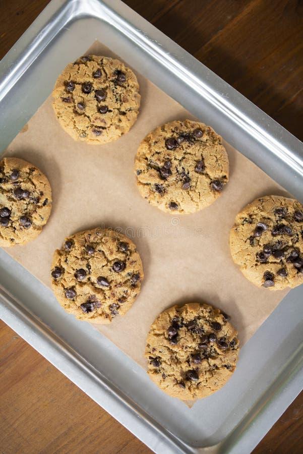 Glutenów bezpłatni ciastka z glutenem uwalniają składniki na usługowej tacy zdjęcia royalty free