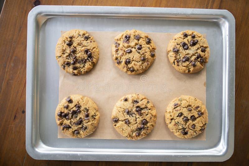 Glutenów bezpłatni ciastka z glutenem uwalniają składniki na usługowej tacy fotografia royalty free