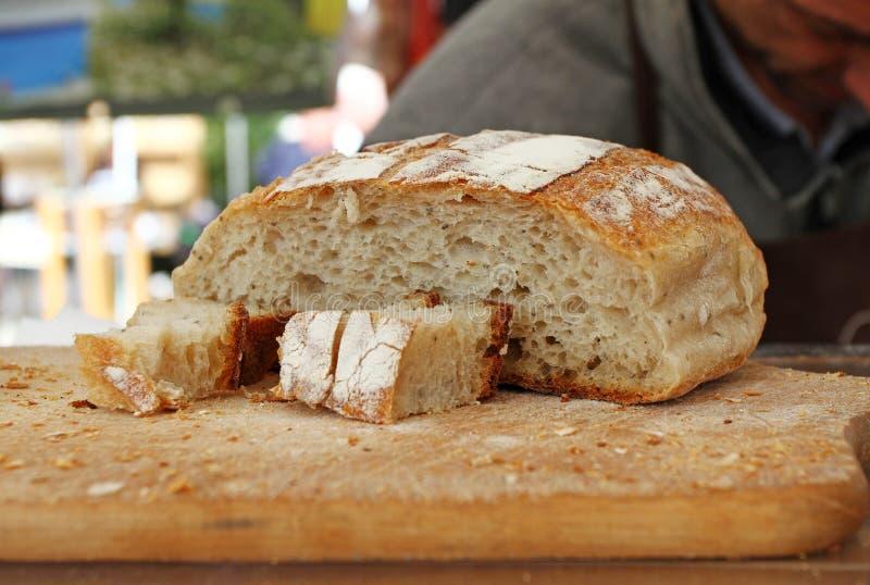 Gluten sain fait maison de pain gratuit Pain coloré fait à partir des céréales saines pain gluten-gratuit sain, rooty textur de f image stock