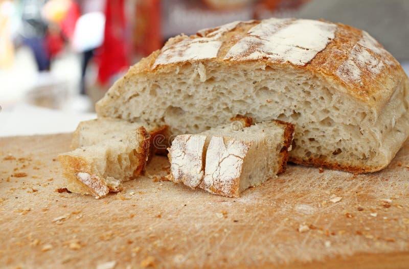 Gluten sain fait maison de pain gratuit Pain coloré fait à partir des céréales saines pain gluten-gratuit sain, rooty textur de f images stock