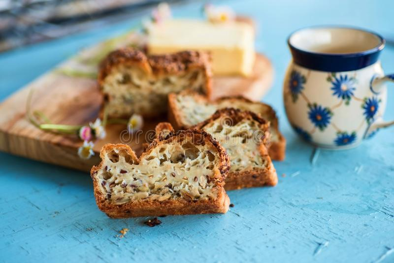Glutenu bezpłatny chleb, pokrajać zdjęcie royalty free