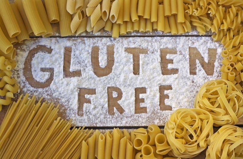 Glutenu bezpłatny słowo z drewnianym tłem obraz royalty free