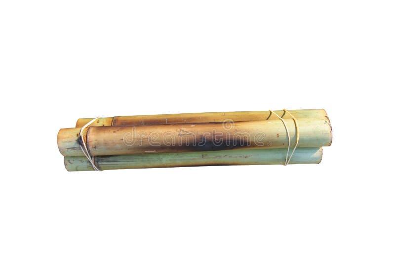 Glutinous рис зажаренный в духовке в бамбуке изолированном на белой предпосылке с путем клиппирования стоковое изображение rf