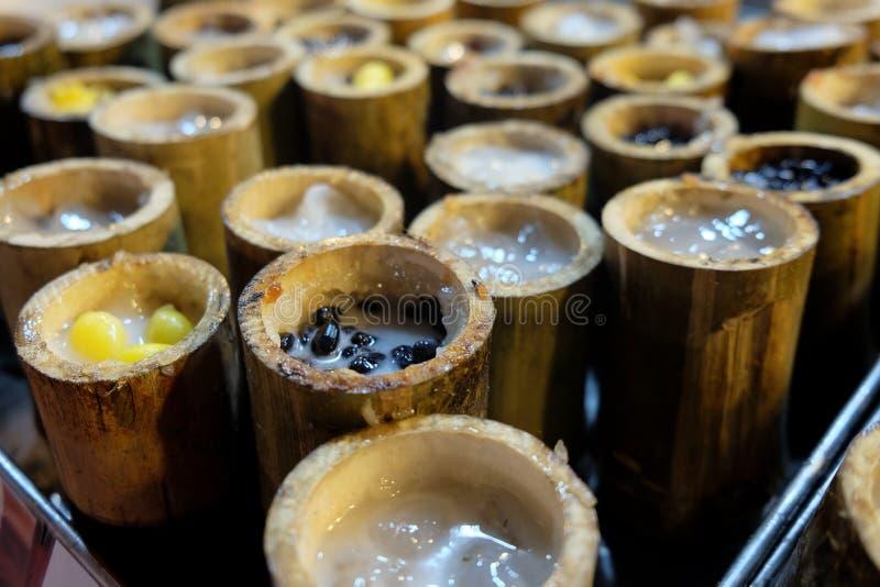 Glutinous рис зажаренный в духовке в бамбуке стоковое фото rf
