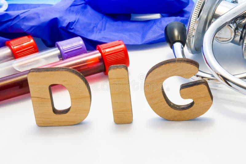 Glycoside för Digoxin för PIKabbreviaturemedel cardiotonic med labbrör med blod och stetoskopet Använda akronymPIK i laboratorium arkivbilder