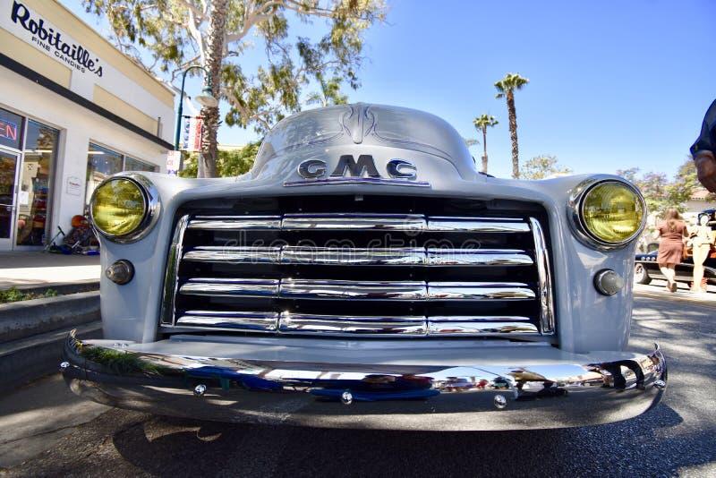 1952 GMC 100 комплектуют вверх тележку, 1 стоковое изображение