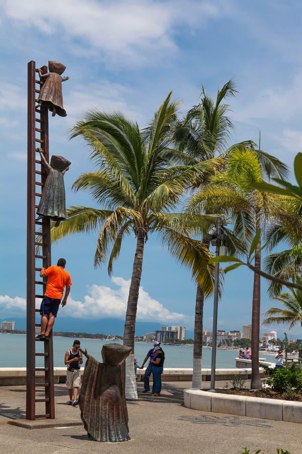Gmeranie dla powód statuy przy Puerto Vallarta, Meksyk obrazy stock