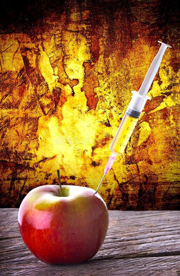 Download GMO-spuitinjectie In Rode Appel Dramatische Achtergrond Stock Afbeelding - Afbeelding bestaande uit mineraal, appel: 54079331