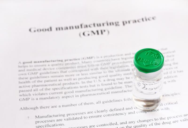 GMP - bonne pratique en matière de fabrication utilisée pour le produit de qualité de production et d'essai images libres de droits