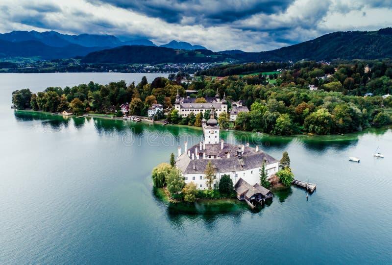 Gmunden施洛斯湖鸟瞰图在奥地利 免版税库存照片
