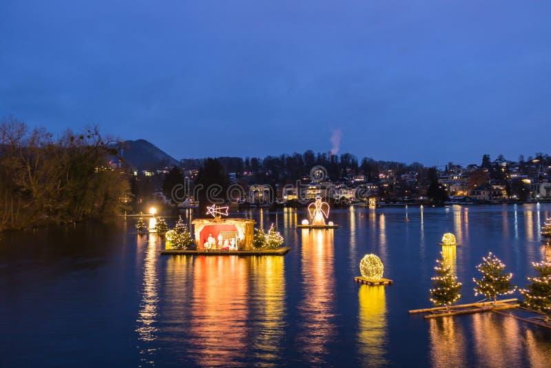 Gmunden, Komst, Schloss, Kerstmismarkt op meertraunsee stock afbeelding