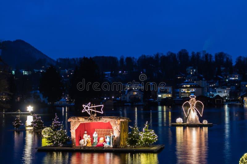 Gmunden, Komst, Schloss, Kerstmismarkt op meertraunsee stock foto