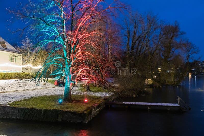 Gmunden, Komst, Schloss, Kerstmismarkt op meertraunsee stock fotografie