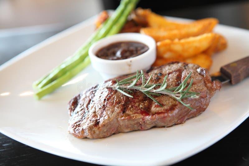 Gnälla steak royaltyfri bild