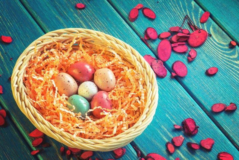 Gniazdeczko czekoladowi przepiórek jajka obrazy stock
