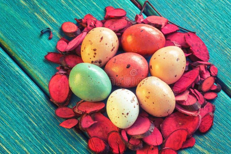 Gniazdeczko czekoladowi przepiórek jajka obraz stock