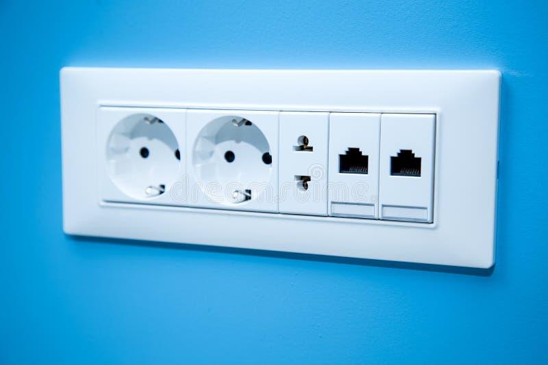 Gniazdkowi elektryczni ujścia dla elektrycznych prymek zdjęcia stock