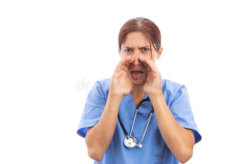 Gniewna żeńska pielęgniarka lub doktorski krzyczeć z rękami na usta zdjęcie stock