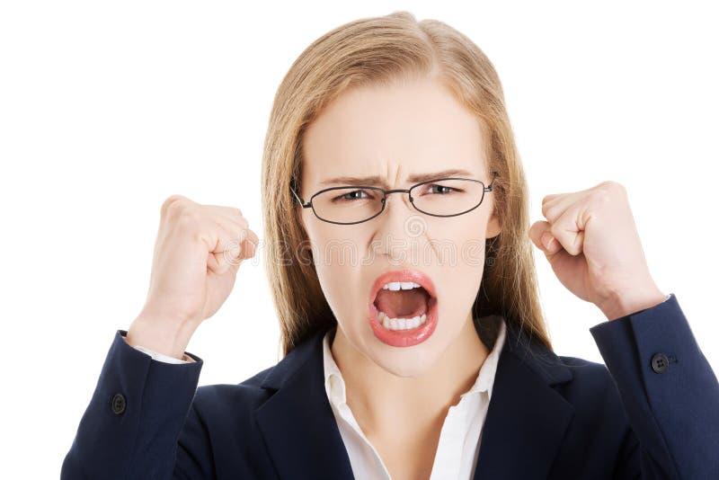 Gniewna i wściekła biznesowa kobieta z otwartym usta jest krzycząca. fotografia royalty free