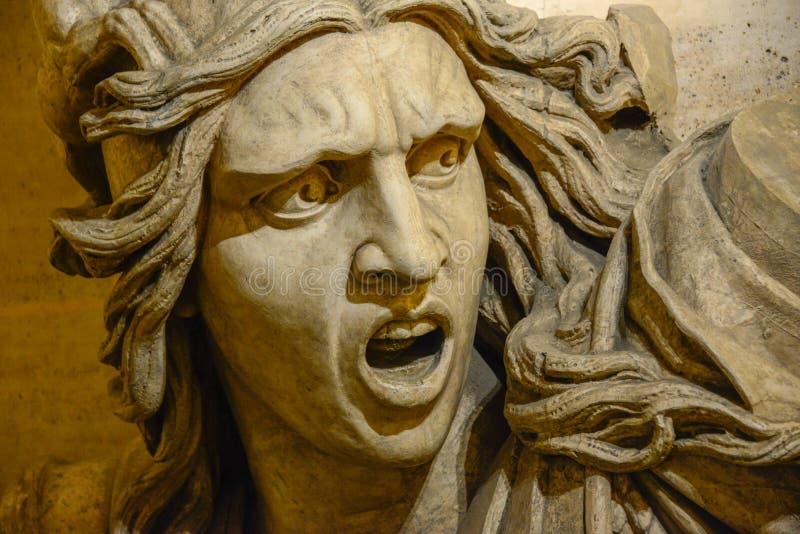 Gniewna krzycząca mężczyzna twarzy statua zdjęcia stock