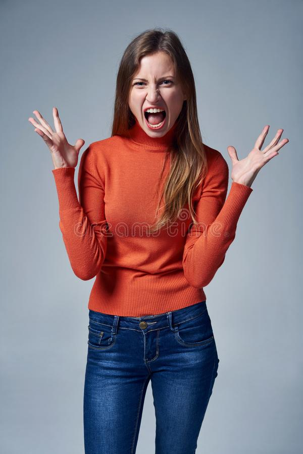 gniewna krzycz?ca kobieta obrazy stock