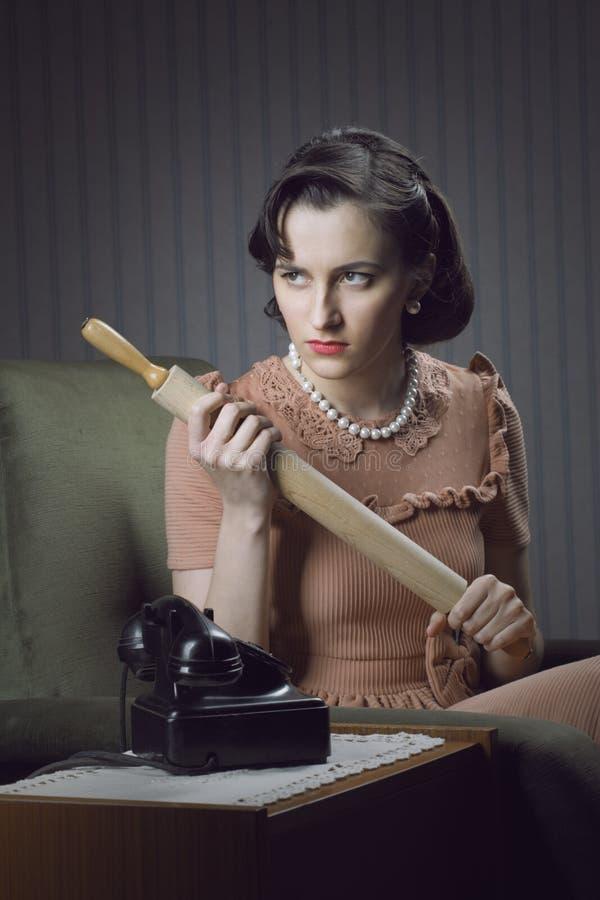 Gniewny żony czekanie dla jej męża obrazy stock