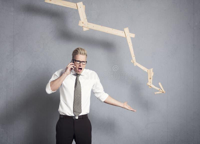 Download Gniewny Biznesmen Wskazuje W Dół Przed Wykresem. Zdjęcie Stock - Obraz złożonej z kropla, rozczarowany: 28955246