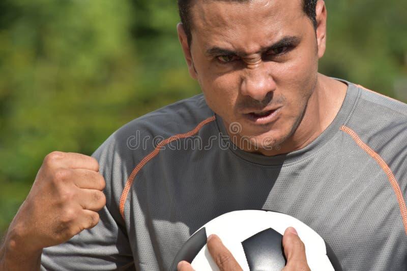 Gniewny Dorosłej samiec gracz piłki nożnej fotografia royalty free