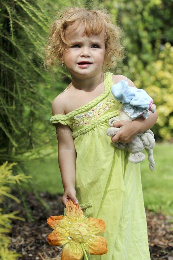 gniewny dziewczyny portreta lato berbeć zdjęcie stock