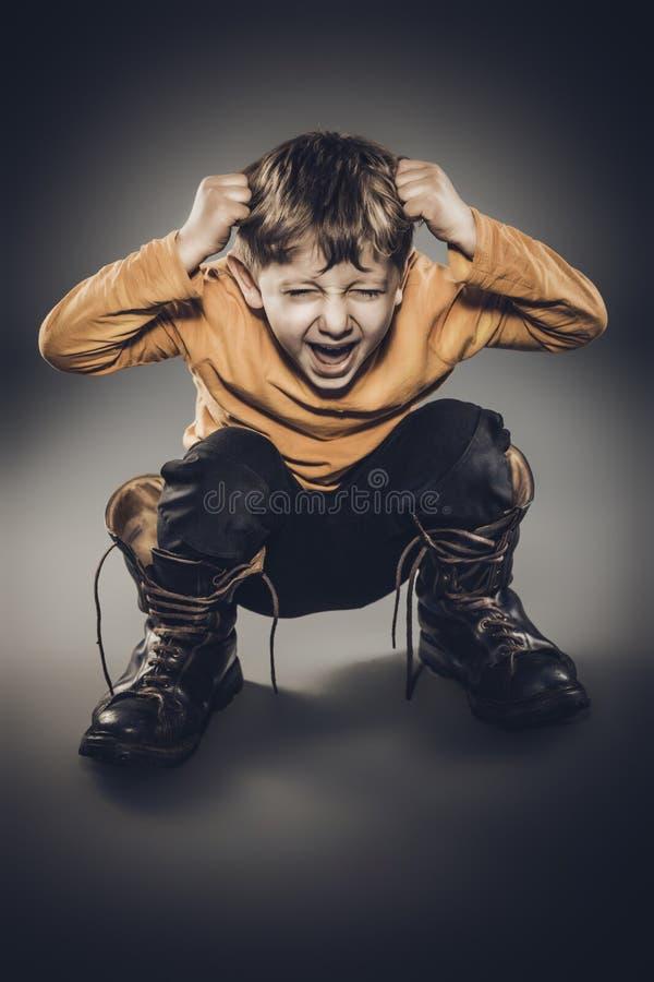 Gniewny 5 roczniaka portret zdjęcie stock