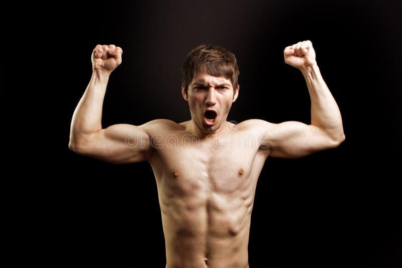 gniewny stawia czoło silnego mięśniowego mężczyzna wrzask obrazy stock
