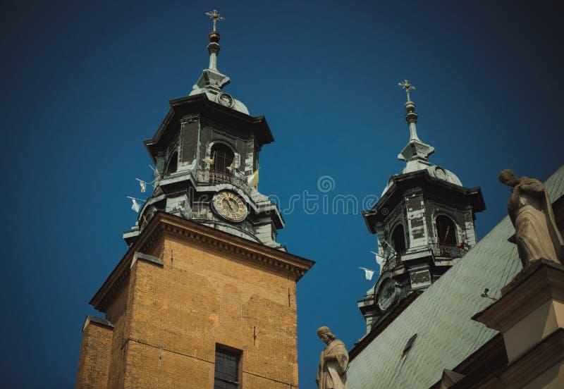 Gniezno, Polen Mening van de kathedraal de katholieke kerk stock afbeelding