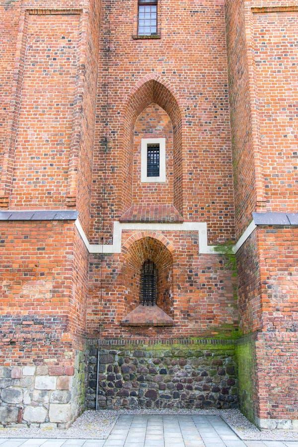 Gniezno Polen Sikt av domkyrkan katolska kyrkan fotografering för bildbyråer