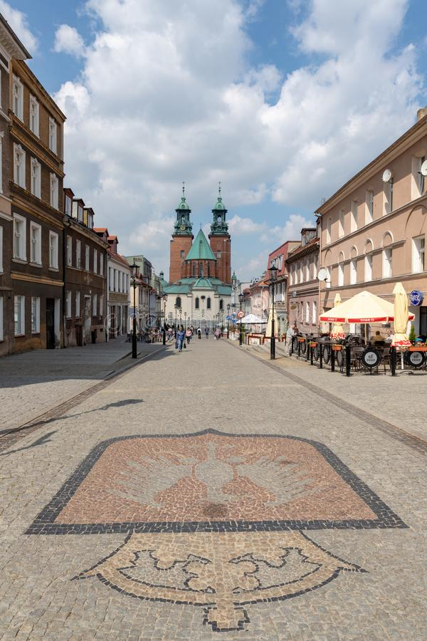 Gniezno Wielkopolskie Voivodship/Polen - Maj, 8, 2019: Rynek Polskiego historisk stad Ställe av födelsen av en kristen in arkivfoton