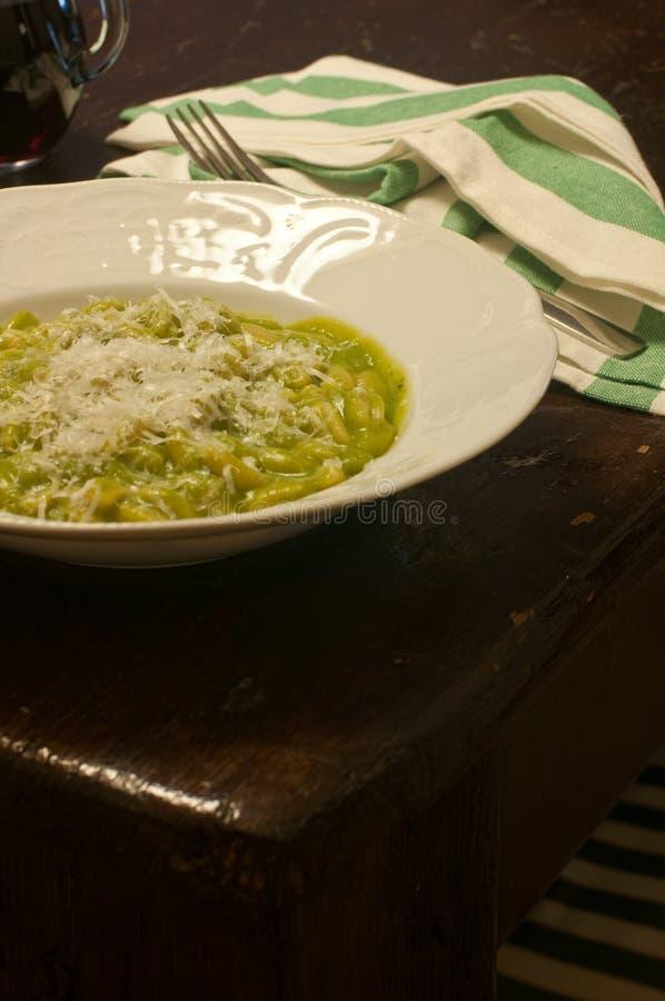 Gnoccheeti sardi con crema di broccoli fotografia stock