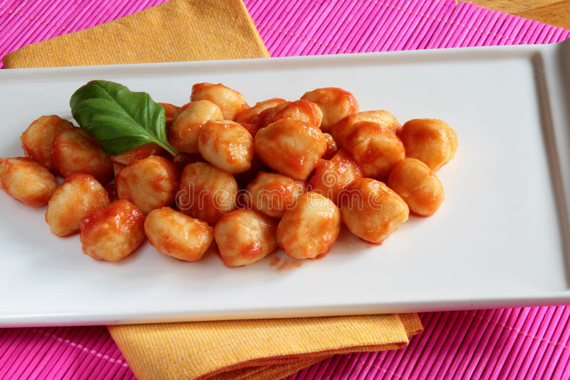 gnocchi调味汁蕃茄 免版税图库摄影