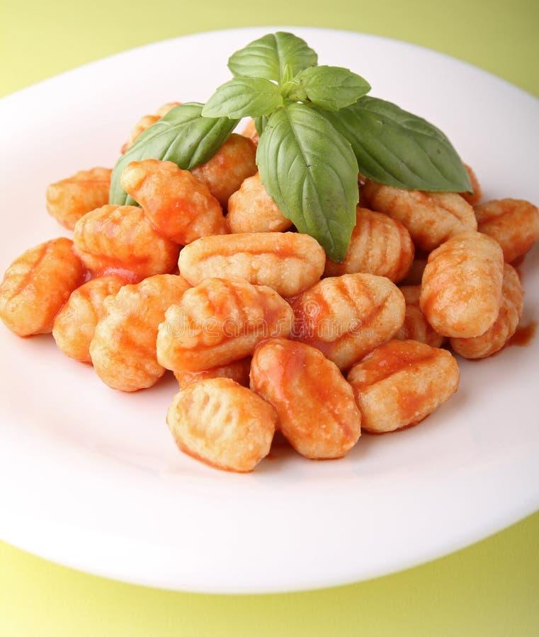 gnocchi调味汁蕃茄 免版税库存照片
