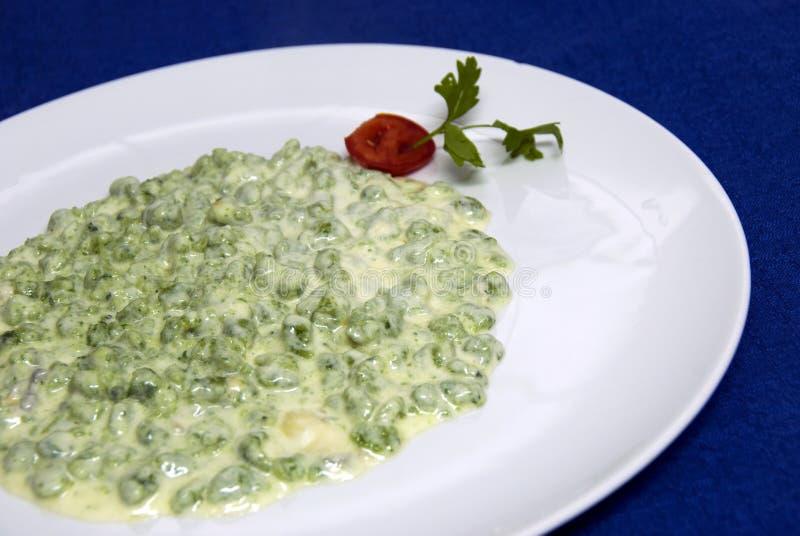 gnocchi τα πράσινα ιταλικά τροφίμ&ome στοκ εικόνα