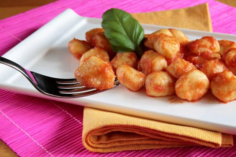 Gnocchi de la salsa de tomate foto de archivo libre de regalías