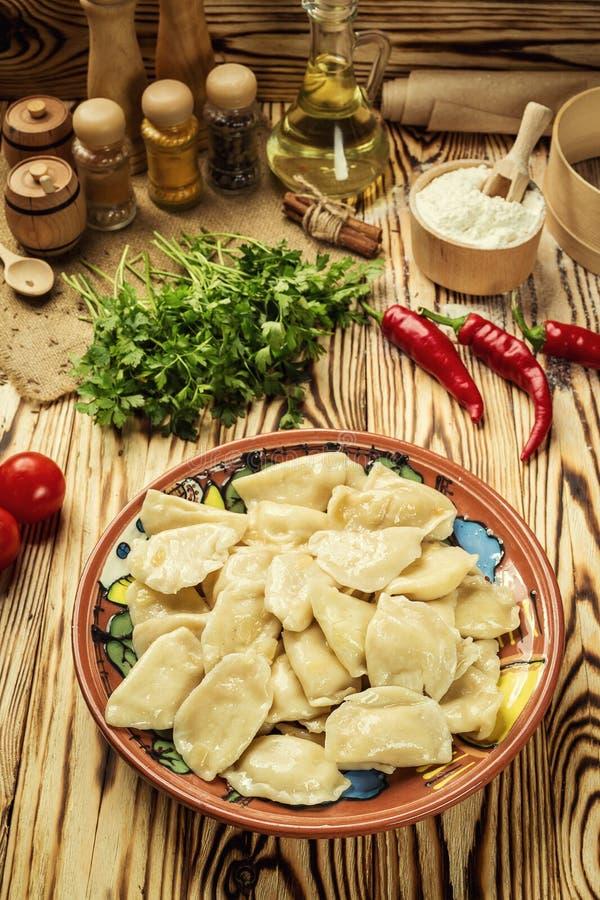 Gnocchi di Vareniki, pierogi - alimento ucraino tradizionale, Cooke immagine stock libera da diritti