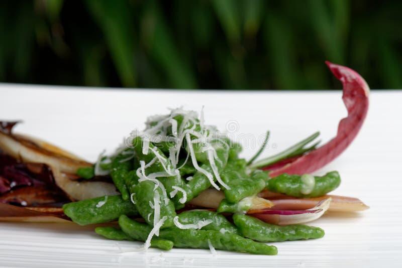 Gnocchi pequeno dos espinafres com ricota foto de stock royalty free
